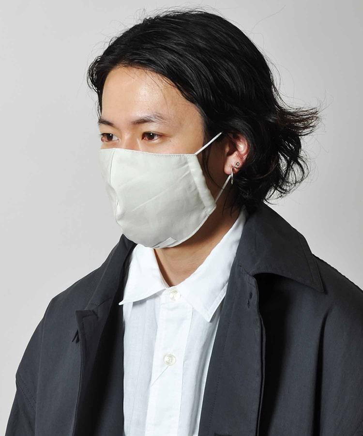 Johnbull ジョンブル のメイドインジャパンのオリジナルウォッシャブルマスク2枚セットの着用写真です。