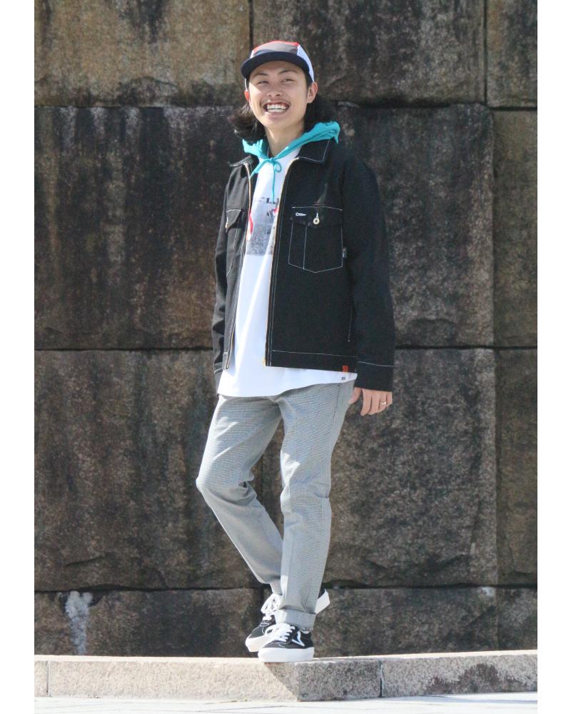 ユニバーサルオーバーオールのジャケットスタイルです。
