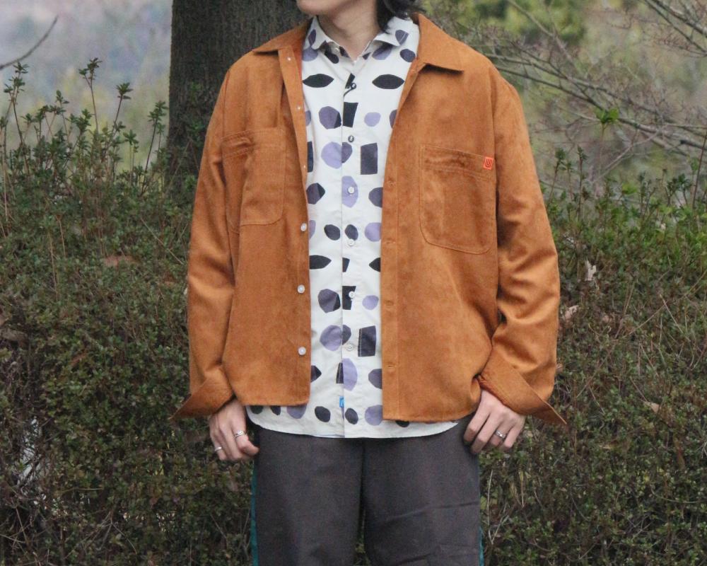 ユニバーサルオーバーオールのスウェードタッチのジャケットです。
