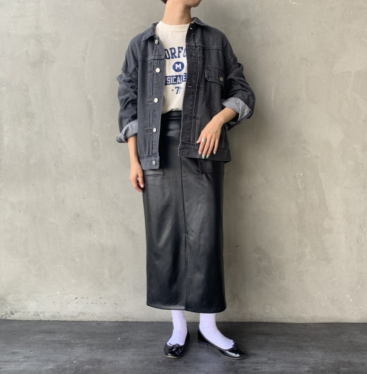 Jeans Factory Clothes [ジーンズファクトリークローズ] フェイクレザータイトスカートのコーディネートです。